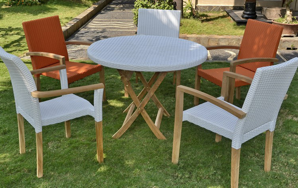 Stacking Ventura New & Round Table Parabola Rattan
